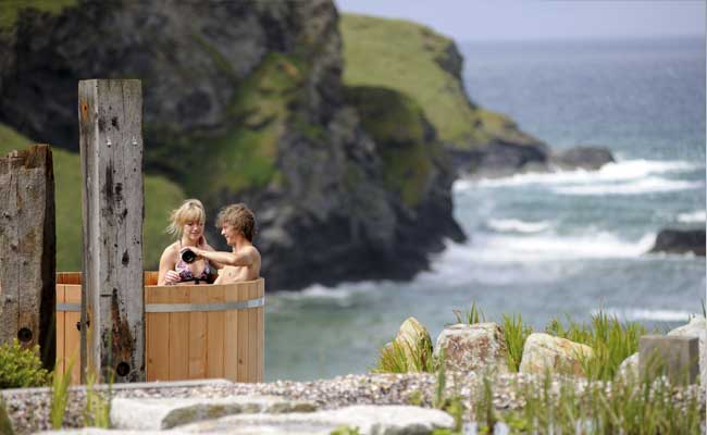 Scarlet Spa Cliff Top Hot Tub HPG